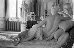 ITALY. Rome. Borghese Gallery. 1955. Bernard BERENSON, American art collector of Lithuanian origin, looking at Pauline Borghese by Antonio Canova.